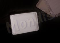 Bandeja cartón de 16 x 22 cm de color blanco especial para blondas rectangulares. Caja con 11 paquetes de 100 bandejas. Paquete de 100 bandejas.
