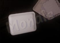 Bandeja cartón de 22 x 28 cm de color blanco especial para blondas rectangulares. Caja con 6 paquetes de 100 bandejas. Paquete de 100 bandejas. Caja de 6 paquetes.