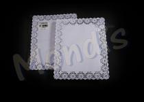 Blonda rectangular calado lito de 26 x 32 cm, indicada para emplatar y decorar. Caja de 20 paquetes de 100 blondas. Paquete de 100 blondas.