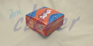 Servilleta para comedor de color rojo 40x40 de 2 capas en calidad tissue Punta-Punta. Este acabado hace que la servilleta sea más fuerte y de mayor absorción. Caja de 24 paquetes de 50 servilletas.
